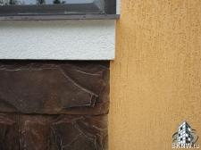Штукатурный фасад по газобетону с декоративными элементами и искусственным камнем