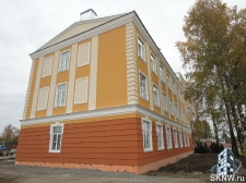 Промышленное здание реновация фасада с декоративной штукатуркой ATLAS и декоративными элементами